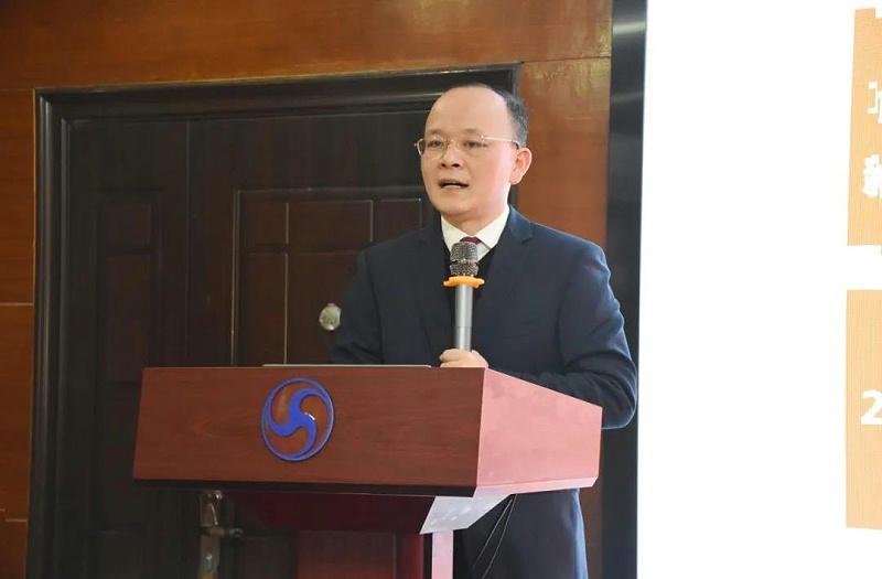 董事长刘铁鹏先生